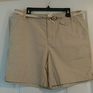 New Women's Khaki Shorts Size 16